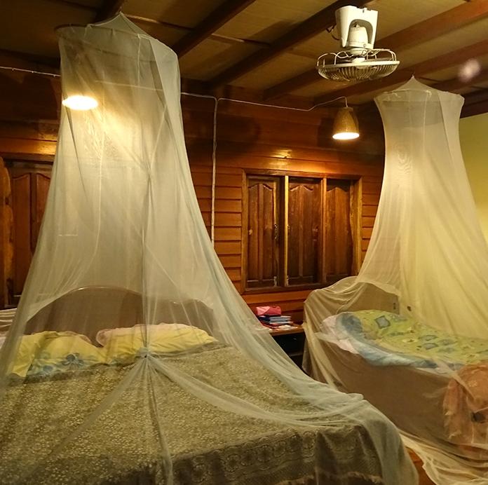 en-route-pour-le-monde-lit-moustiquaire