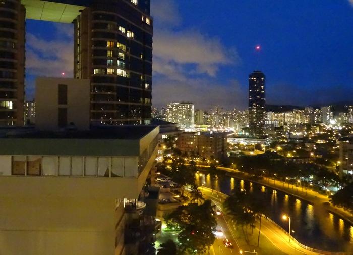 horizon-mix6t-hawaian-monarch-hotel-by-night-vue