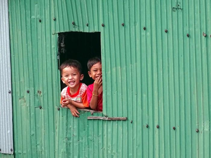 horizon-mix6t-near-mekong-children