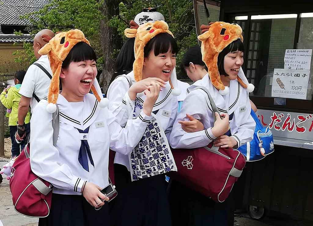 Japon à Nara, écolières hilares