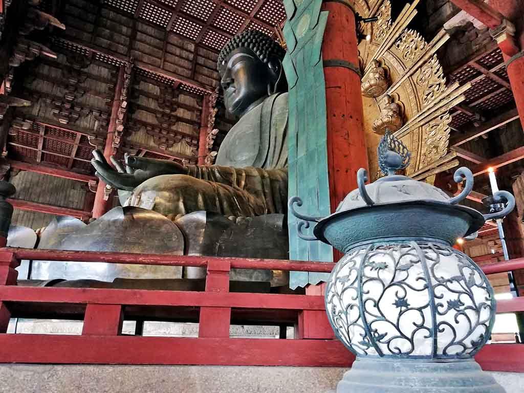 Nara, Bouddha de bronze au temple Todai-ji