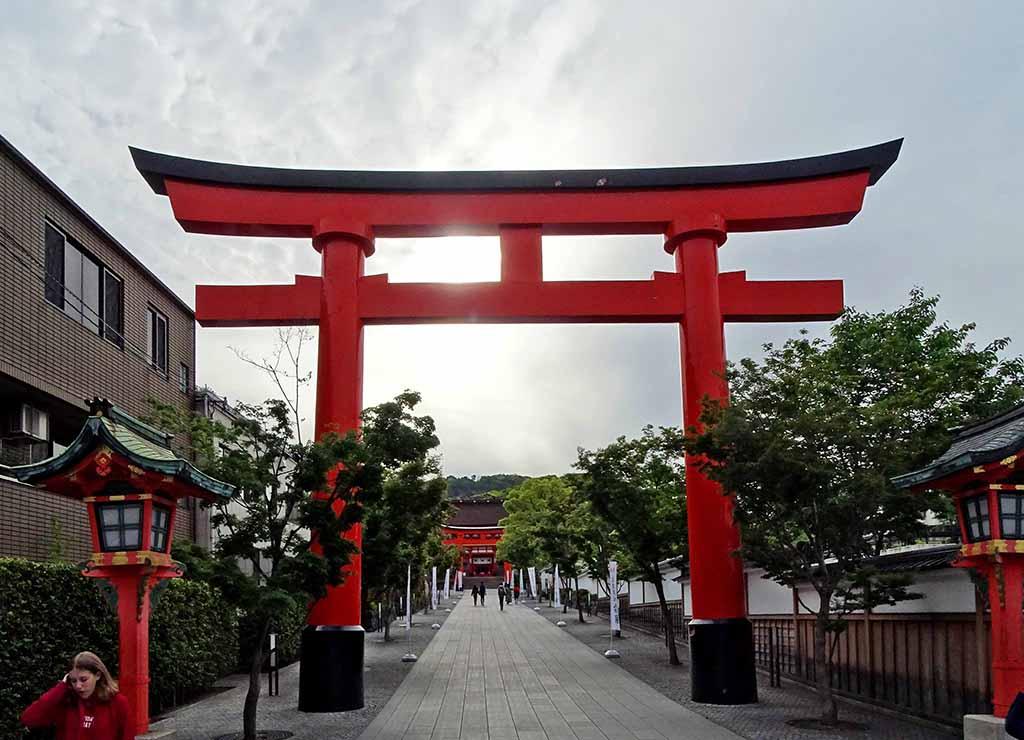 Entrée du célèbre sanctuaire Fushimi-Inari